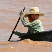 girl-tonle-sap-lake-cambodia