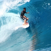 smooth-surfing-teahupoo-tahiti