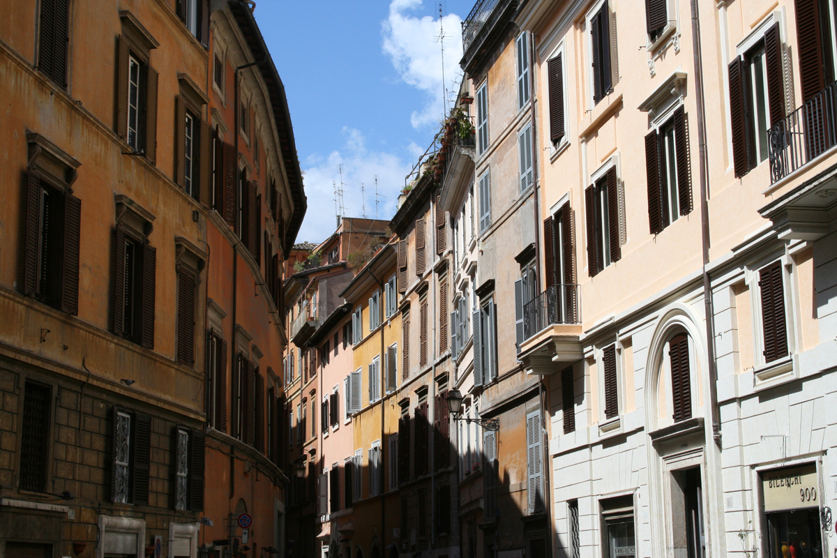 This is just one of the very many beautiful side streets in the Jewish quarter in Rome.