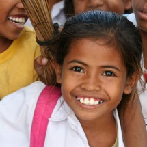 portrait-school-girl-timor-indonesia