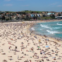 crowded-bondi-beach-sydney-australia