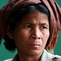 portrait-woman-cambodia-green-background