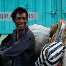 indonesia-hard-working-yet-smiling