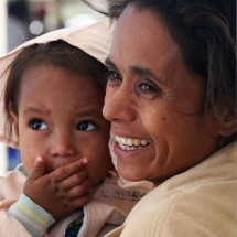 portrait-mother-daughter-timor-indonesia