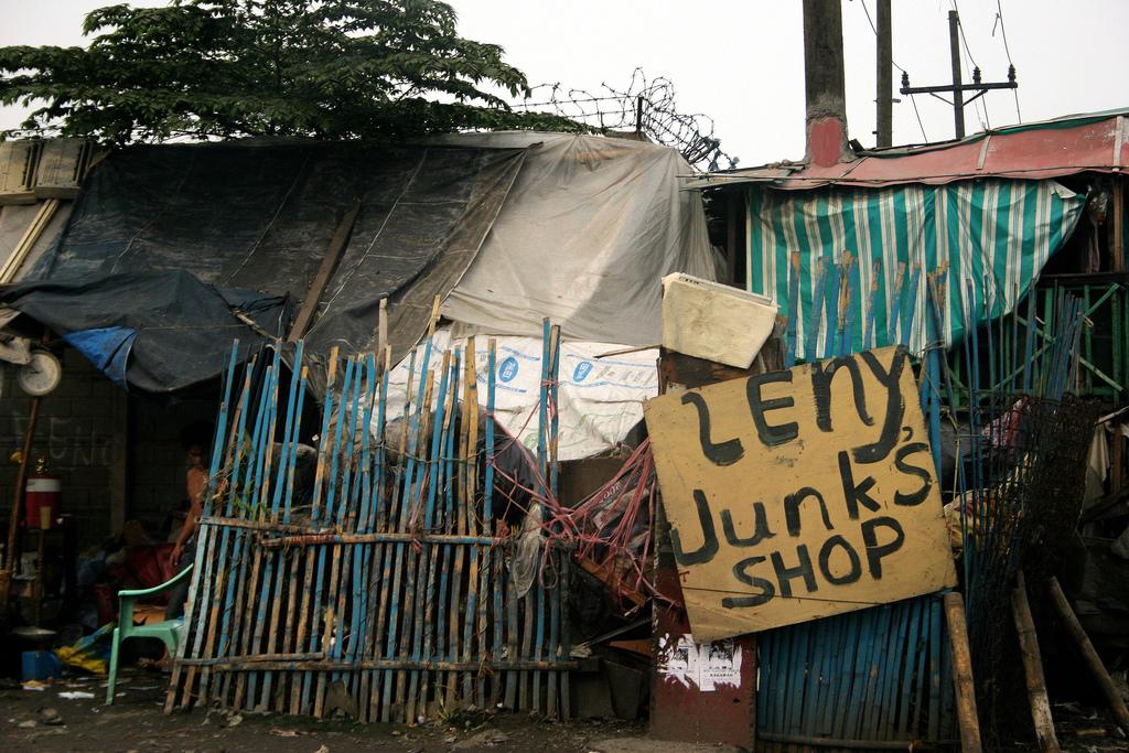 Lenys junk shop.