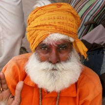 portrait-hindu-man-india-varanasi