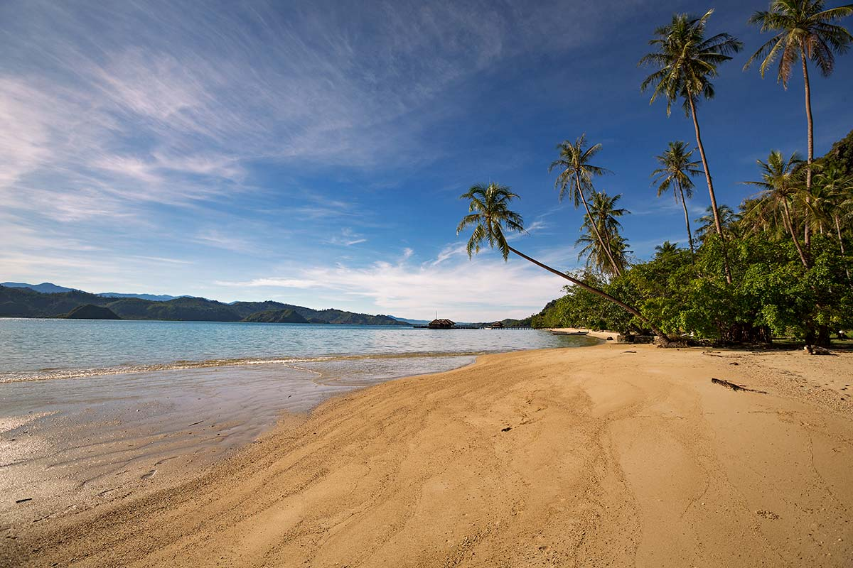 "Sumatra offers many islands for which ""Beach Paradise"" is the only right wording."