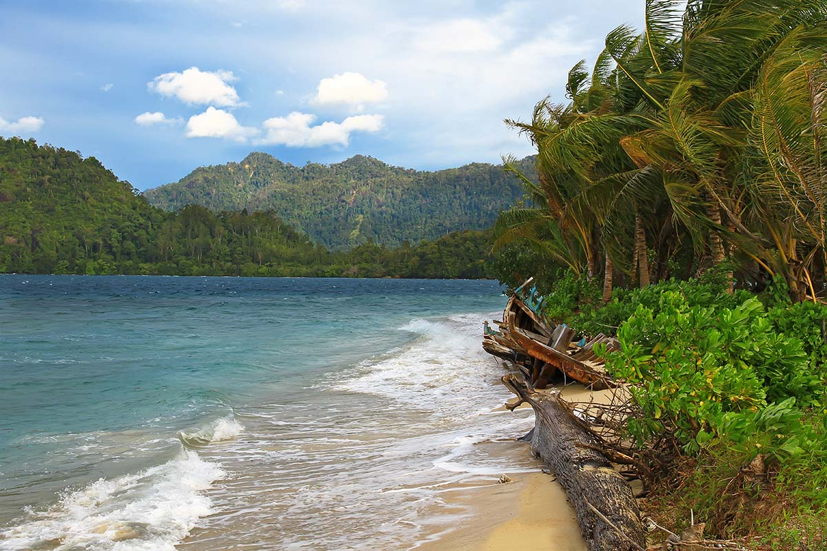 Walking along the beautiful beaches in Sumatra can is something well-worth to remember.