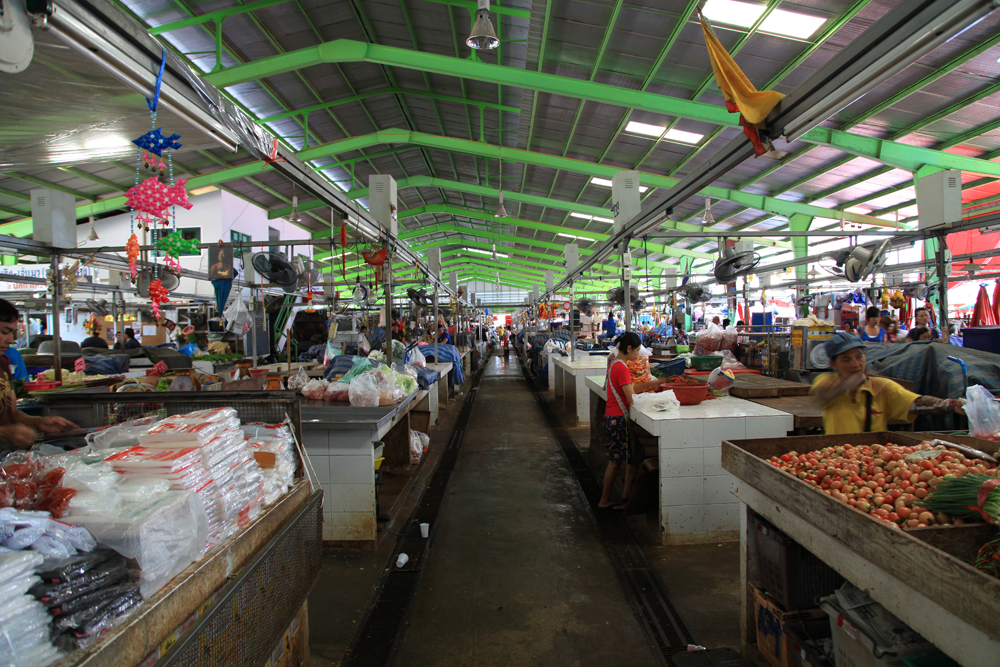 Thai main building of Klong Towy market.