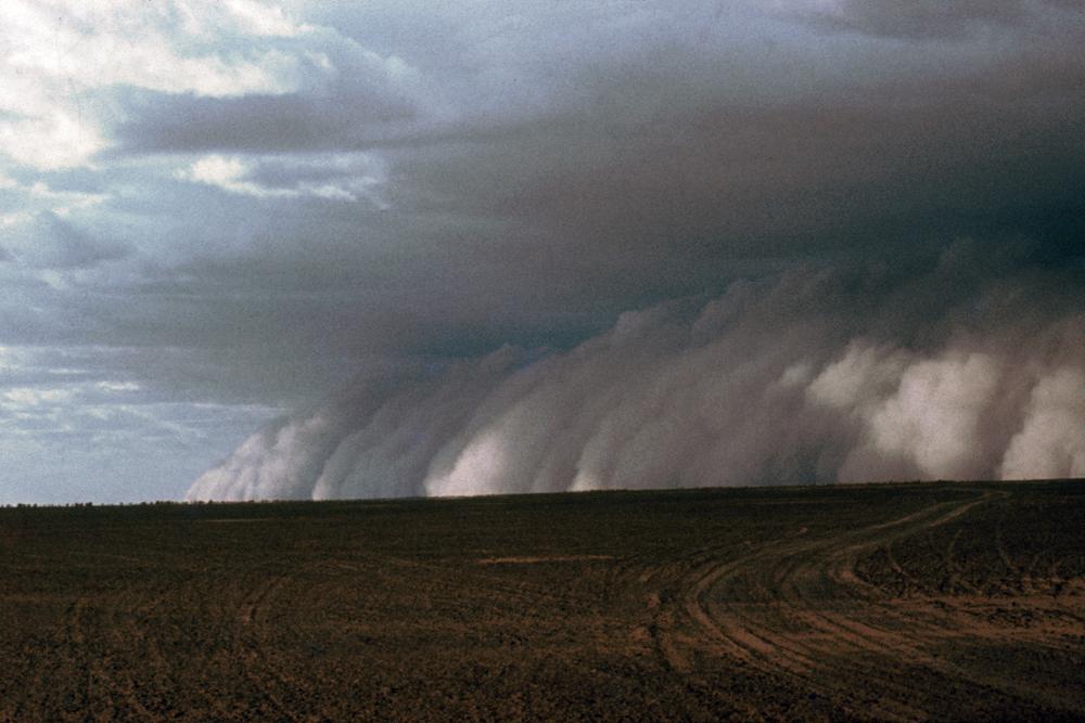 An approaching sand storm in the Sahara desert, Niger.