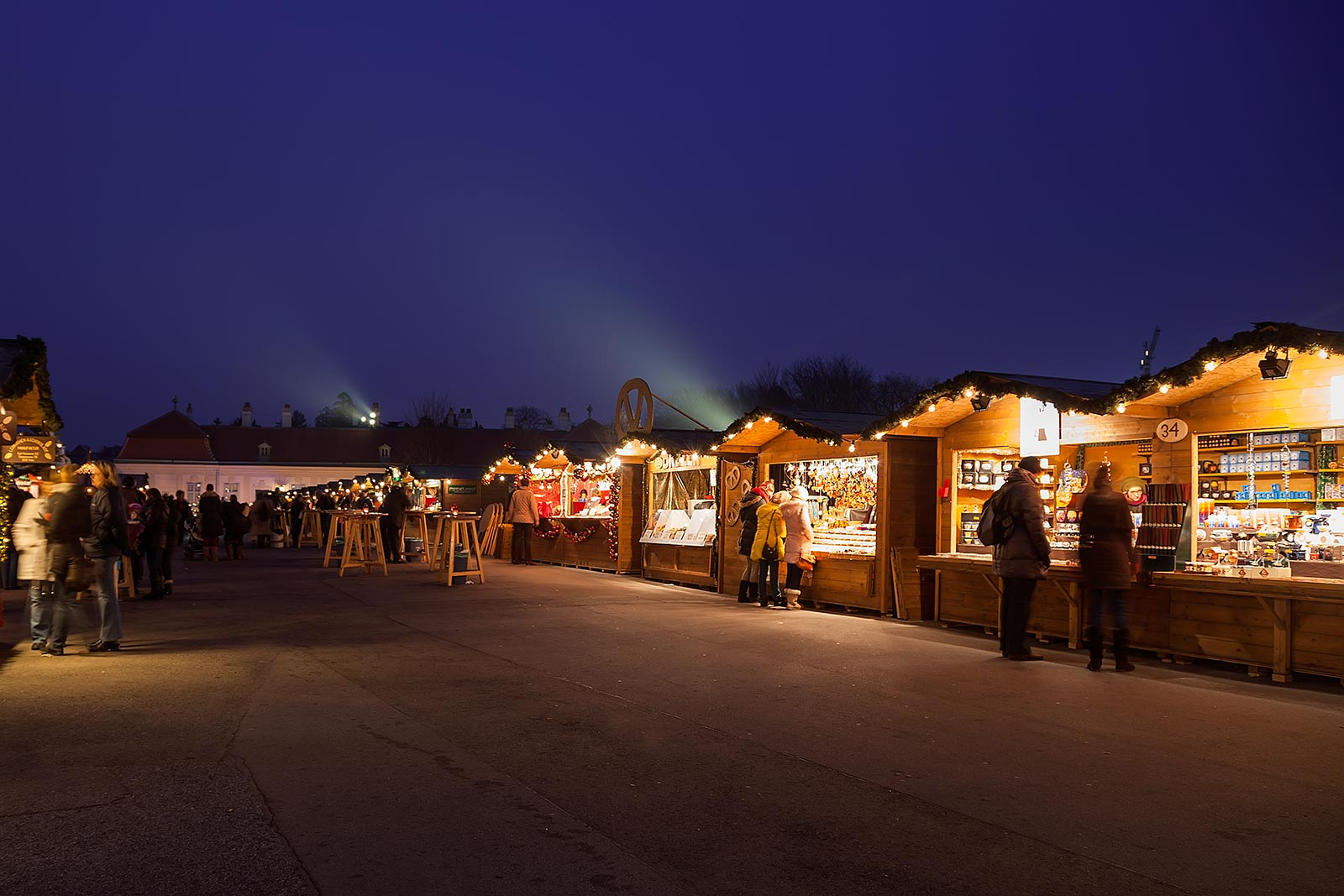 The setting at the Christmas market at the Belvedere is really lovely.