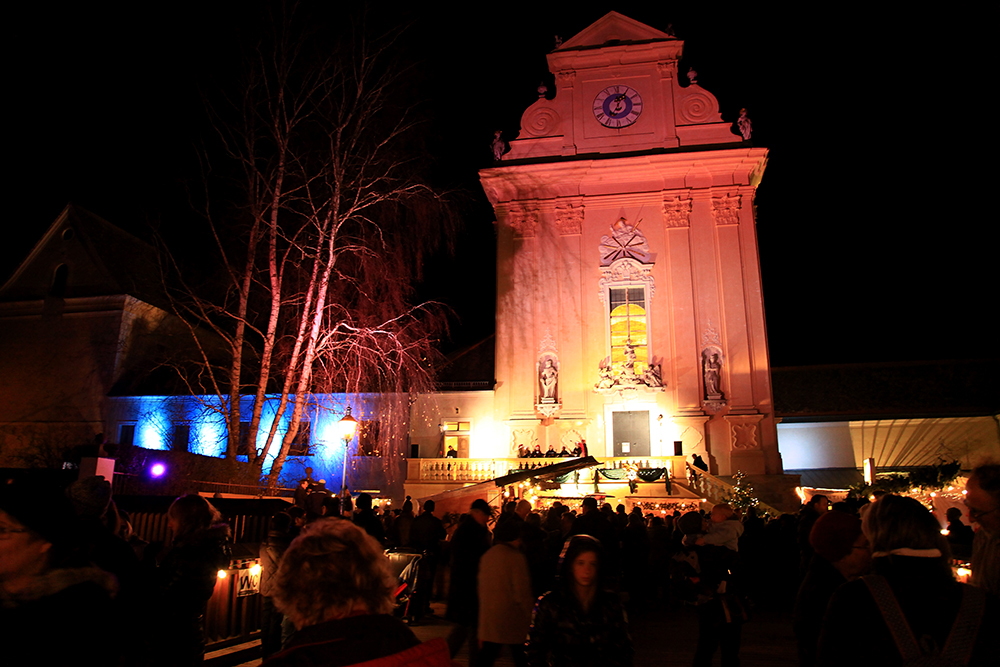 "The ""Christkindlmarkt"" in Mauerbach in front of the monastery."