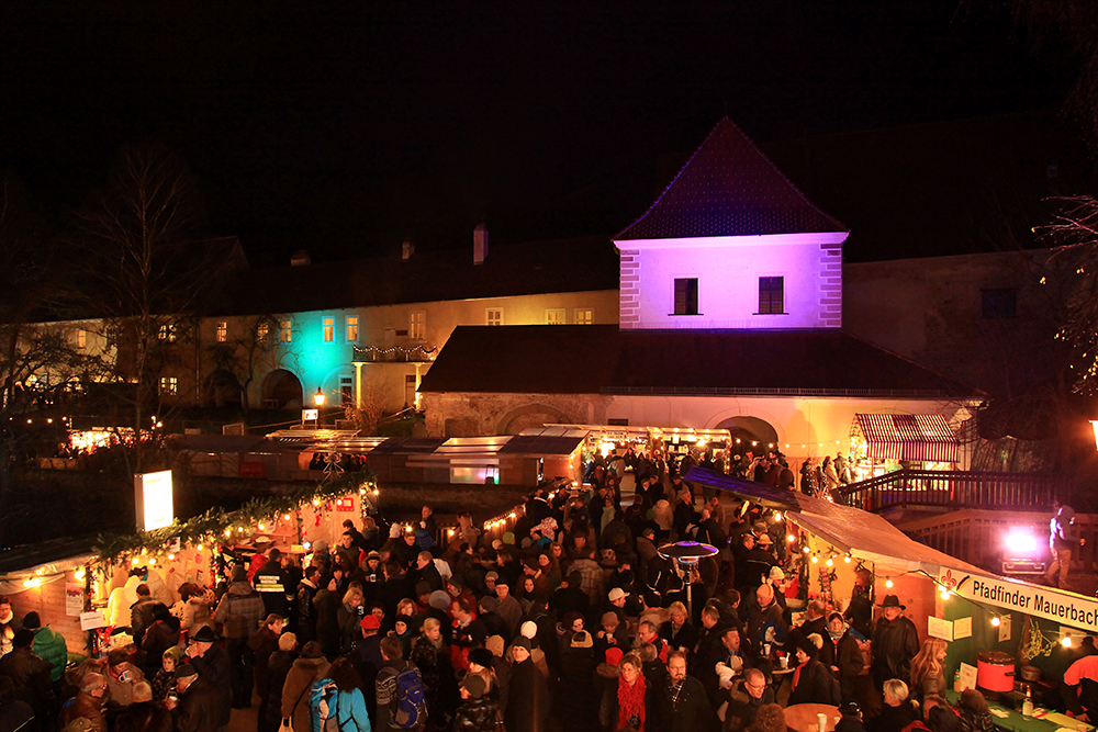"The ""Christkindlmarkt"" in Mauerbach in front of the Carthusian monastery."