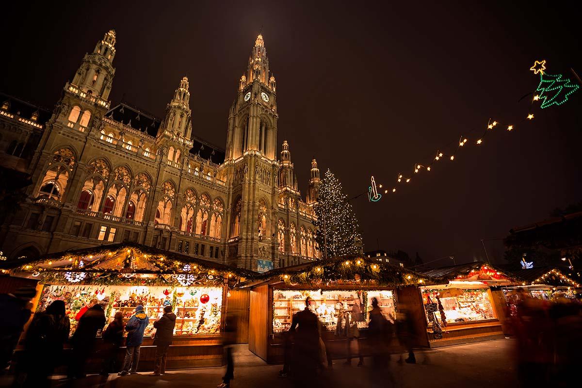 rathaus-vienna-christmas-market-austria