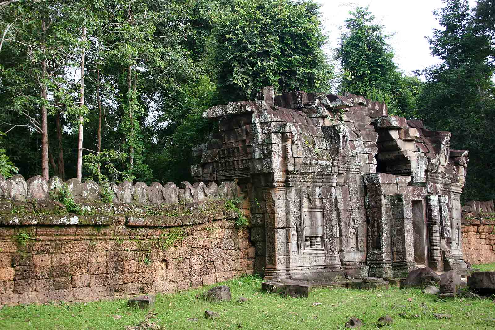 Impressive walls around the temples were built as well.