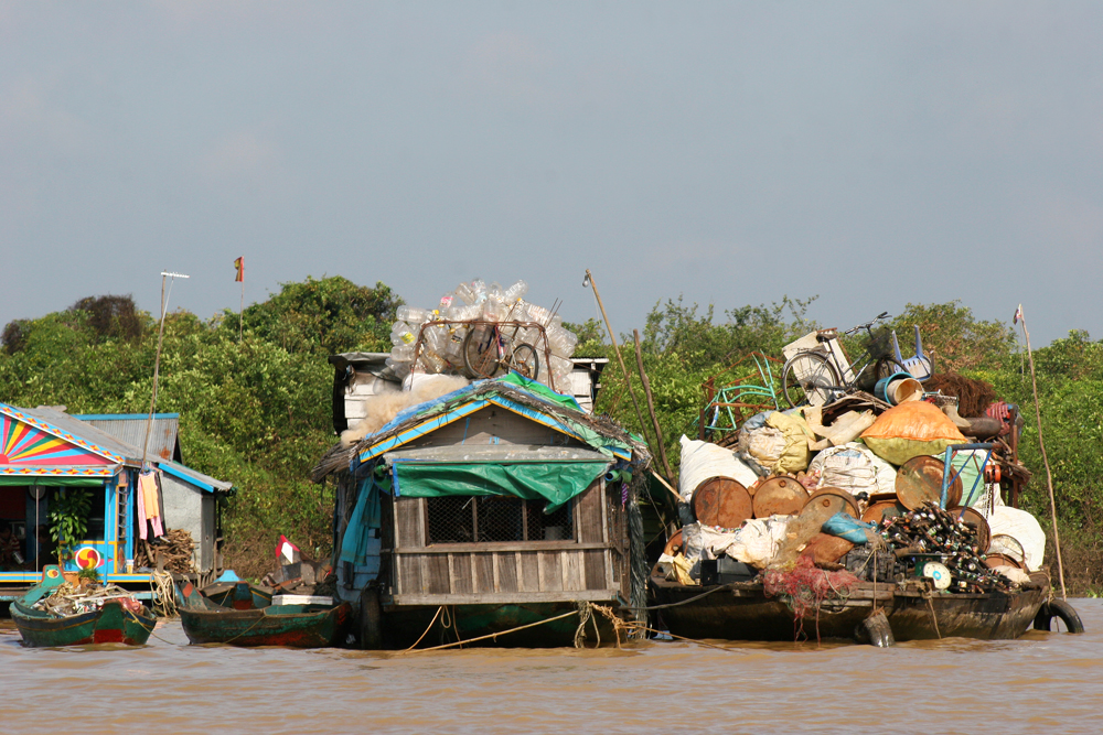 Because the water levels of Tonle Sap Lake differ so drastically in dry and rainy season, fishing families who make their living on the lake began living in floating villages which move with the changing water levels.