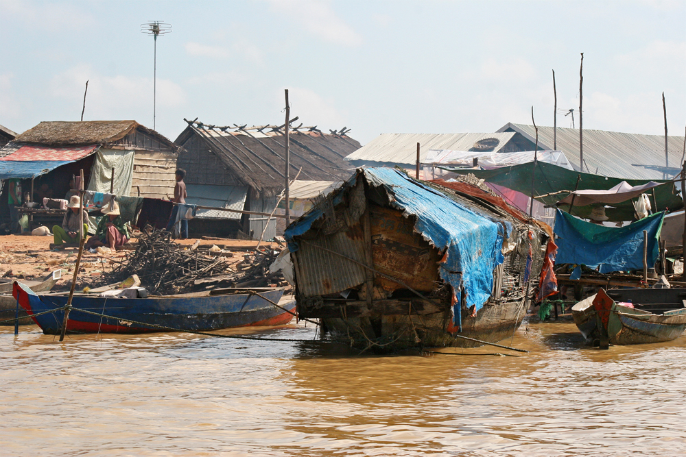During our first visit to TOnle Sap lake (over ten years ago), the floating village was still a really impressive sight. Today, it's just a another tourist trap.