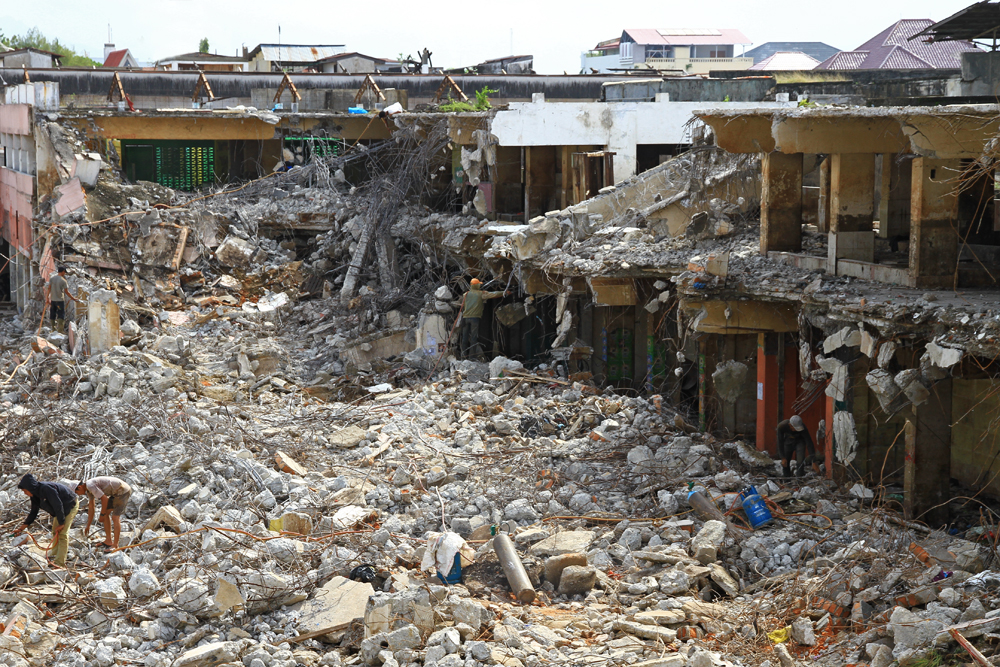 Some parts of Padang are still destroyed.