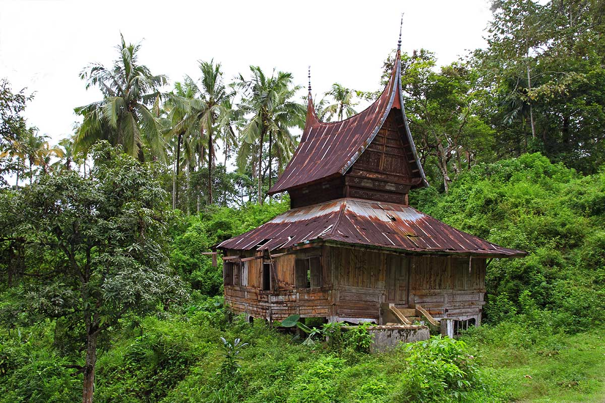 "And old abandoned typical house ""Sumatra Style""."
