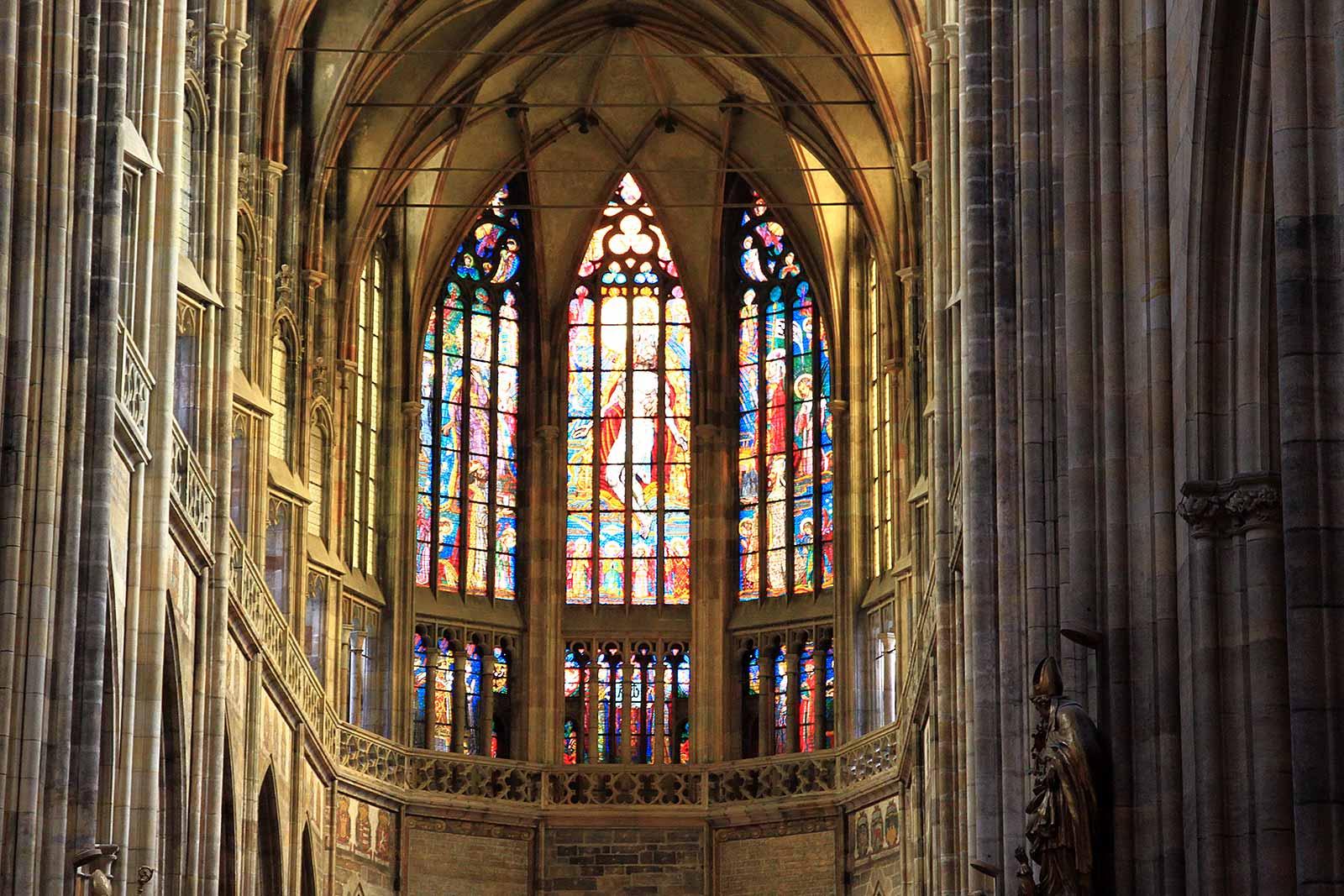 inside-st-vitus-church-prague