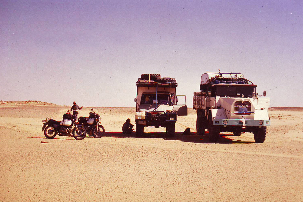 Our Austrian-German-Canadian convoy that would cross the Sudanese-Egyptian border illegally: our Mercedes-Benz Unimog 406, a MAN truck and two BMW's motorbikes.