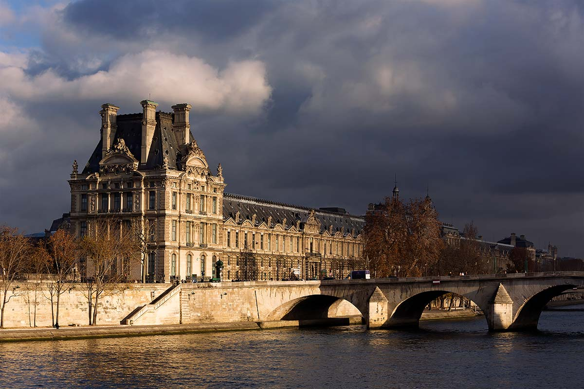 The Ecole du Louvre, located within the Palais du Louvre, is a higher education establishment providing courses in French in Archaeology, Epigraphy, Art History, the History of Civilisations and Museology.