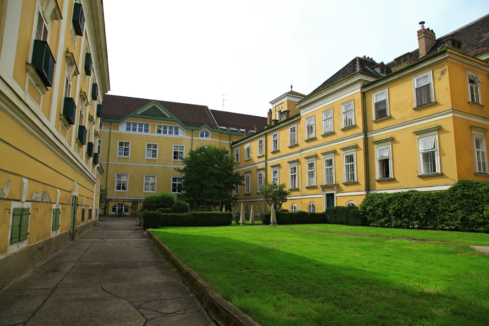 The backyard of Krankenhaus St. Elisabeth in Vienna.