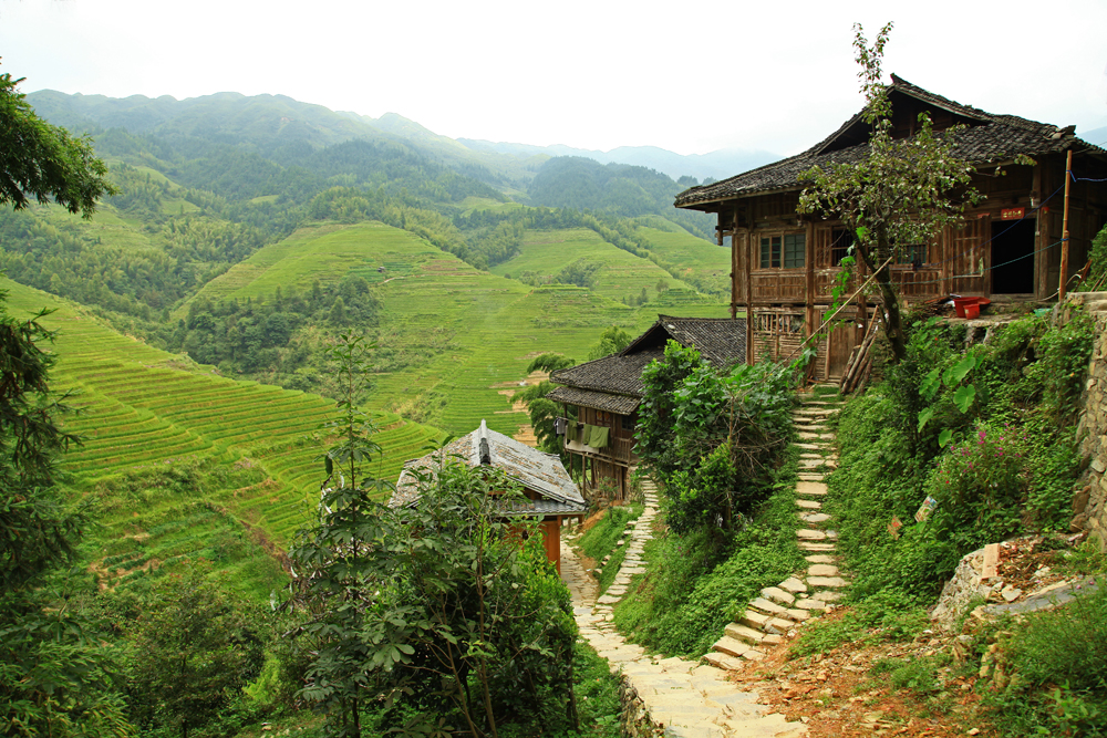 Walking back down from viewpoint Nr. 1 in Longshend County, China.