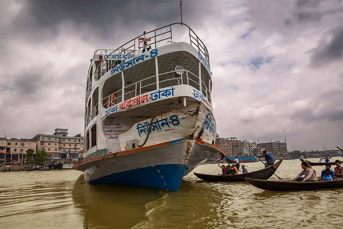 Rush hour in the Dhaka mean that thousands of people have to cross the busy waters of the Buriganga river. It's said that this is one of the most dangerous waterways on Earth … and most dangerous for the ferrymen.