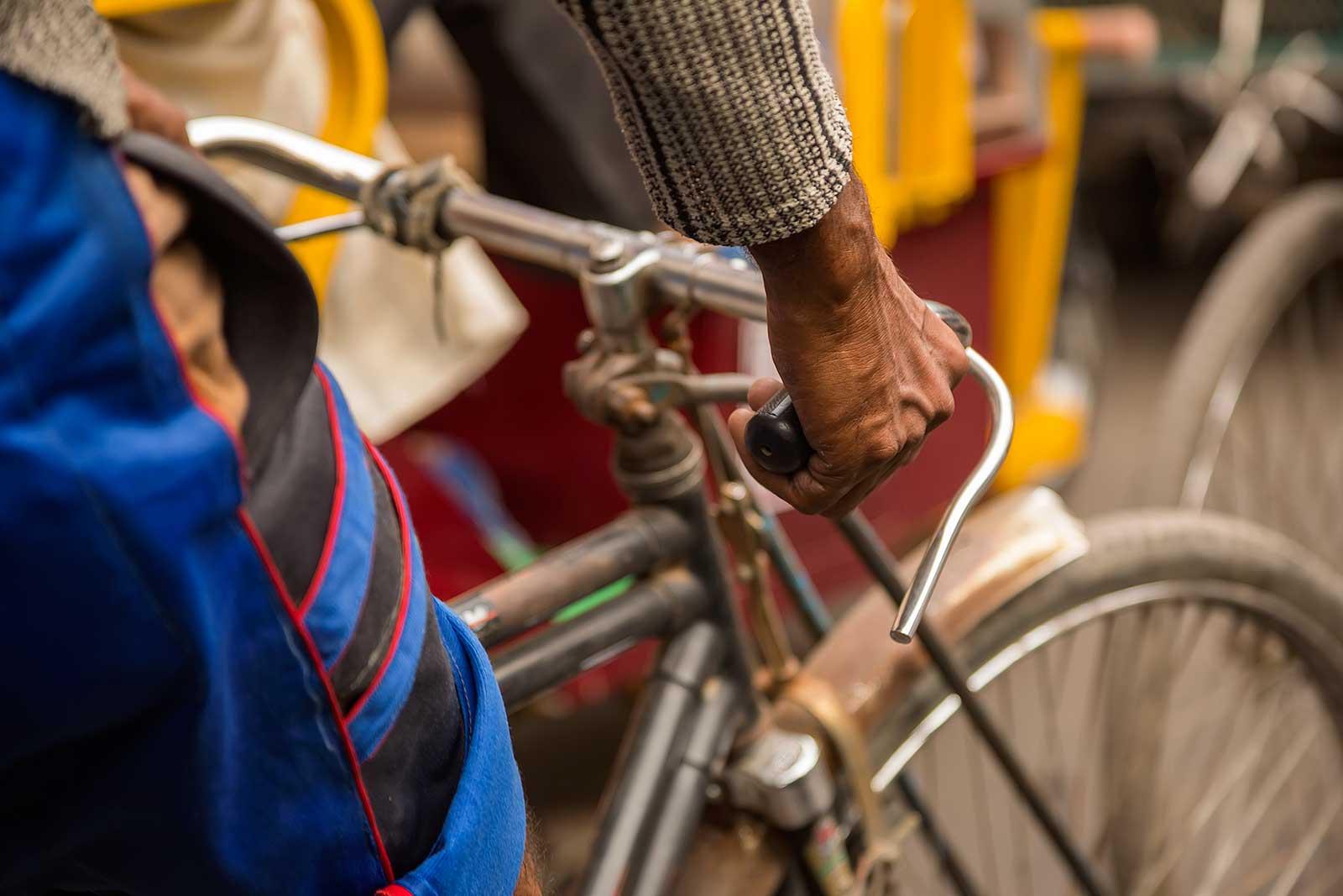 rikschaw-driver-streets-kolkata-west-bengal-india
