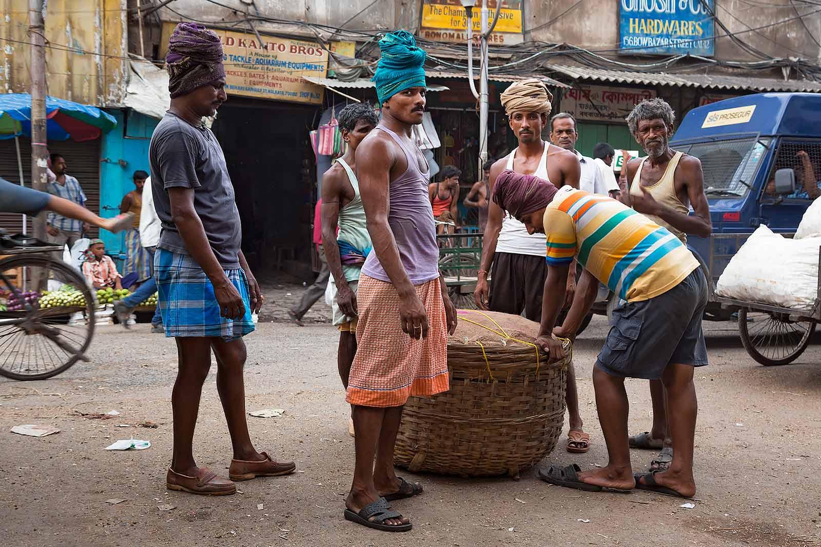 working-men-vegetable-market-kolkata-howrah-west-bengal-india
