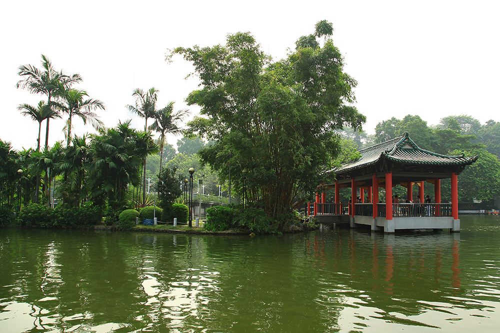 Yuexiu Park is a perfect combination of cultural relics and ecological tourism, reputed for its pretty water and hills as well as cultural relics.