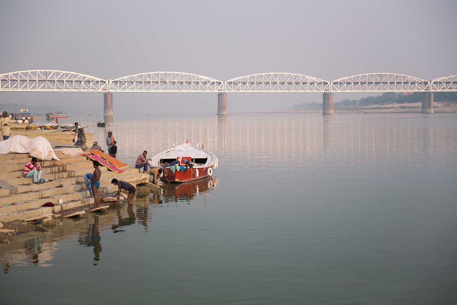 Malviya Bridge is not only an impressive sight, but also an important lifeline, since it's also the way to Mughal Sarai train station.