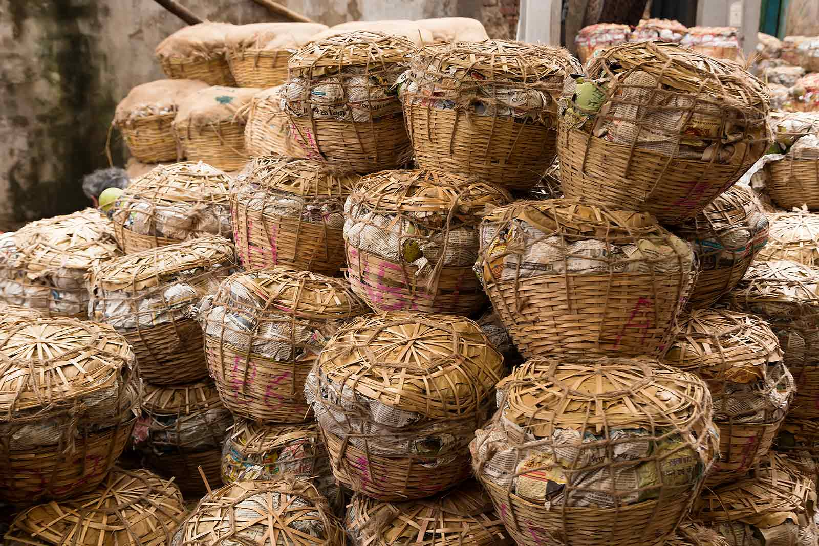 baskets-with-vegetables-wholesale-fruit-market-howrah-kolkata-west-bengal-india