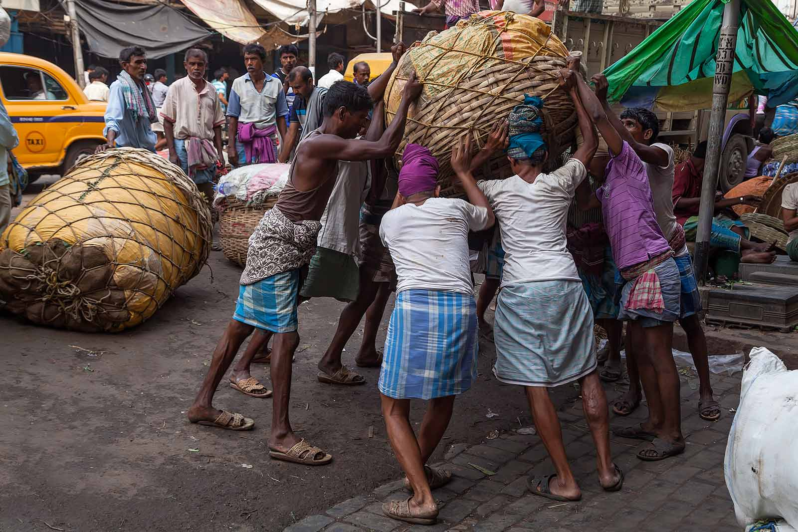 kolkata-wholesale-vegetable-market-west-bengal-india