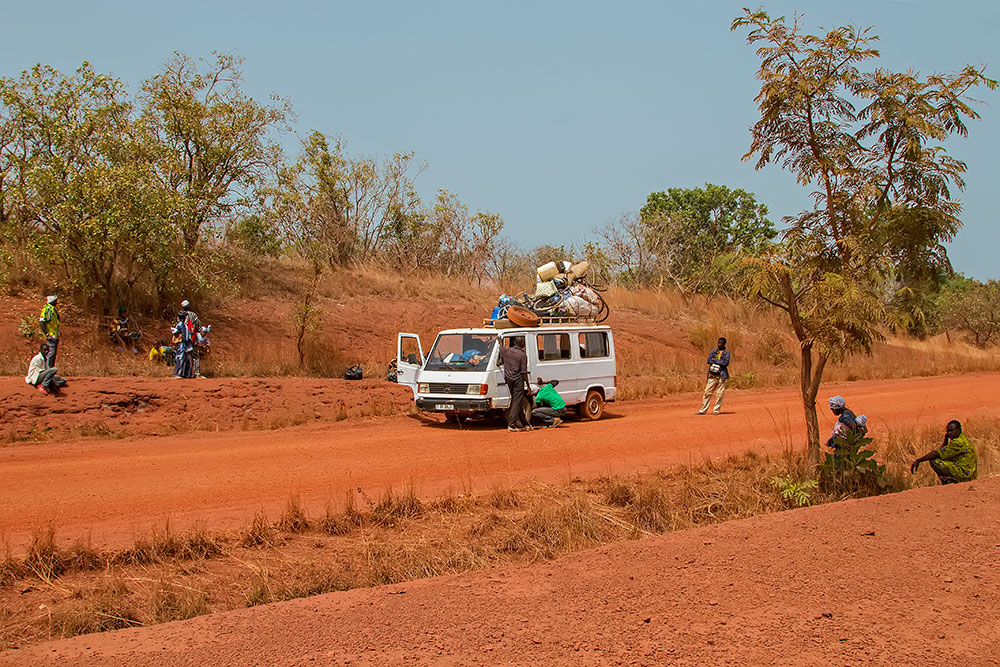 Bush taxi break down Nr. 1 in Burkina Faso.