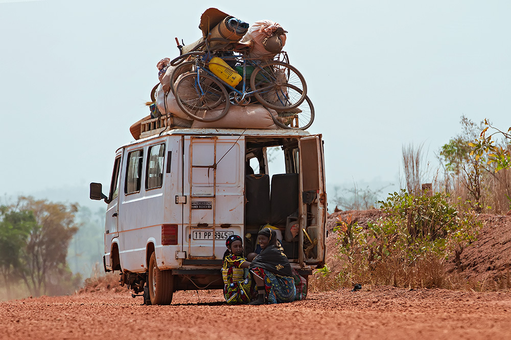 Bush taxi-break-down Nr. 2 in Burkina Faso. Nr. 3 was only a matter of time...