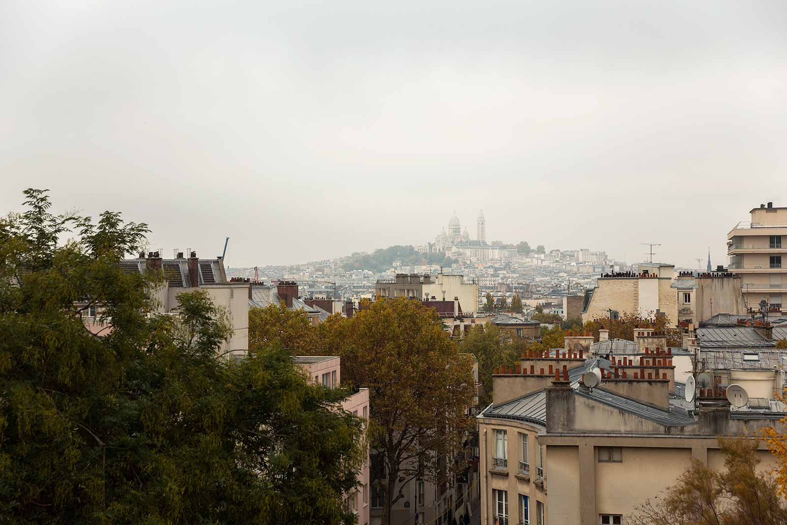 At the top of Butte Bergeyre you have a stunning view of Sacré Coeur.