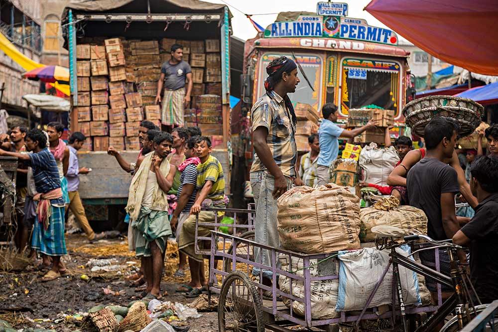 Hard working men at Mechua Market in Kolkata, India