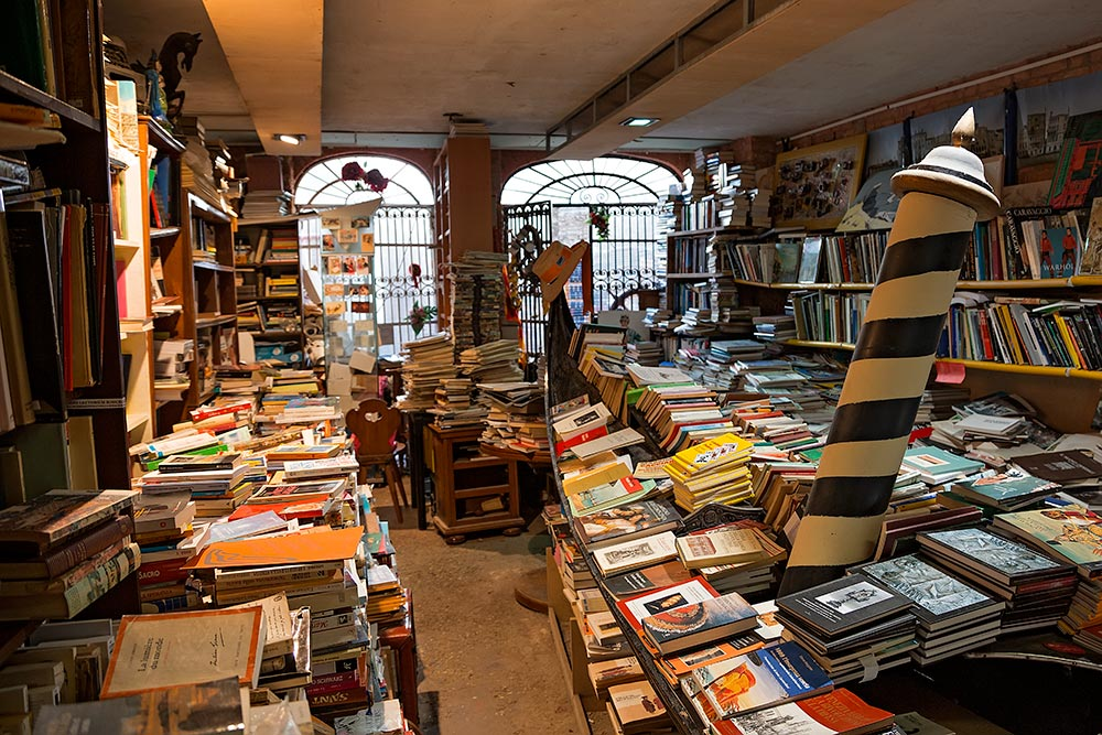 "The bookstore ""Libreria Acqua Alta"" in Venice makes quite the impression."