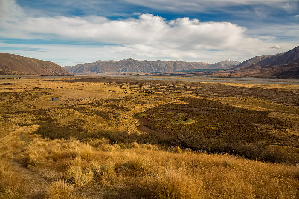 The river formed the Rangitata Valley, in the center of the Southern Alps, and the on-location photography of the Edoras.