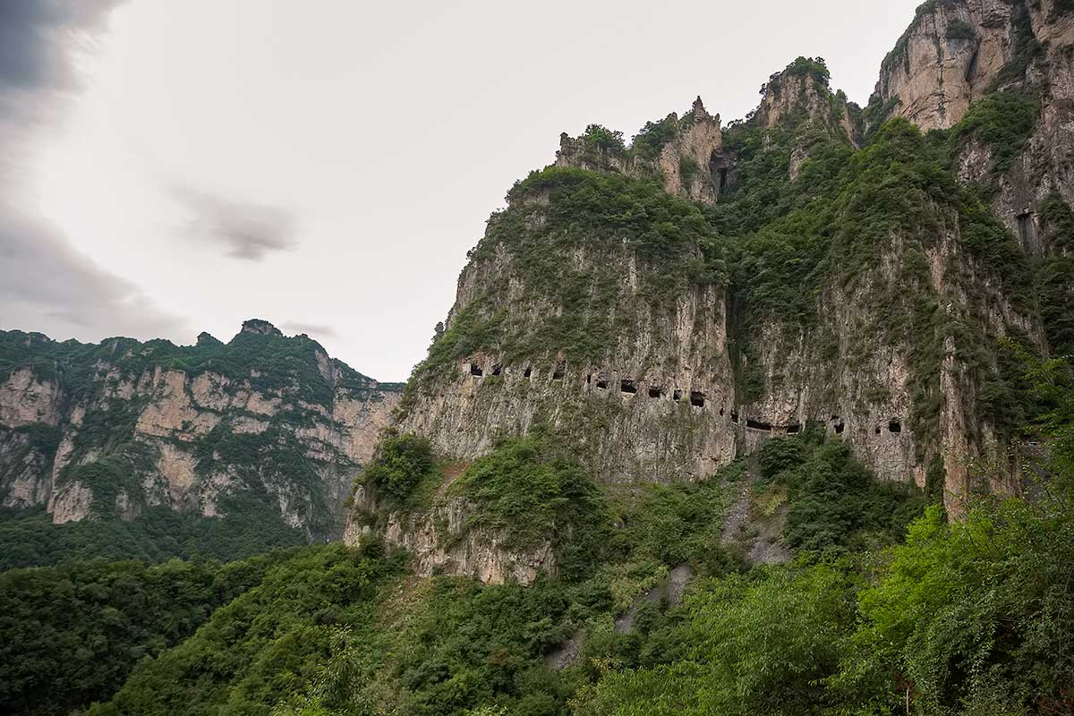 http://www.cookiesound.com/wp-content/uploads/2014/08/guoliang-tunnel-road-thaihang-mountains-henan-china-2.jpg