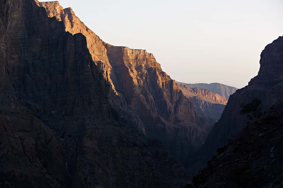 The mountains of Jebel Akhdar in Oman make quite an impression - especially during sunset.