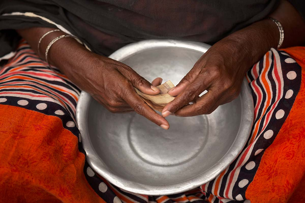 Our human hands are unique. Only we can grasp, hold, move, and manipulate objects with them. Hands are essential for any kind of work. Here you can see the hands of a blind woman begging in the streets of Dhaka. It almost feels like she knows how much money has just been given her...