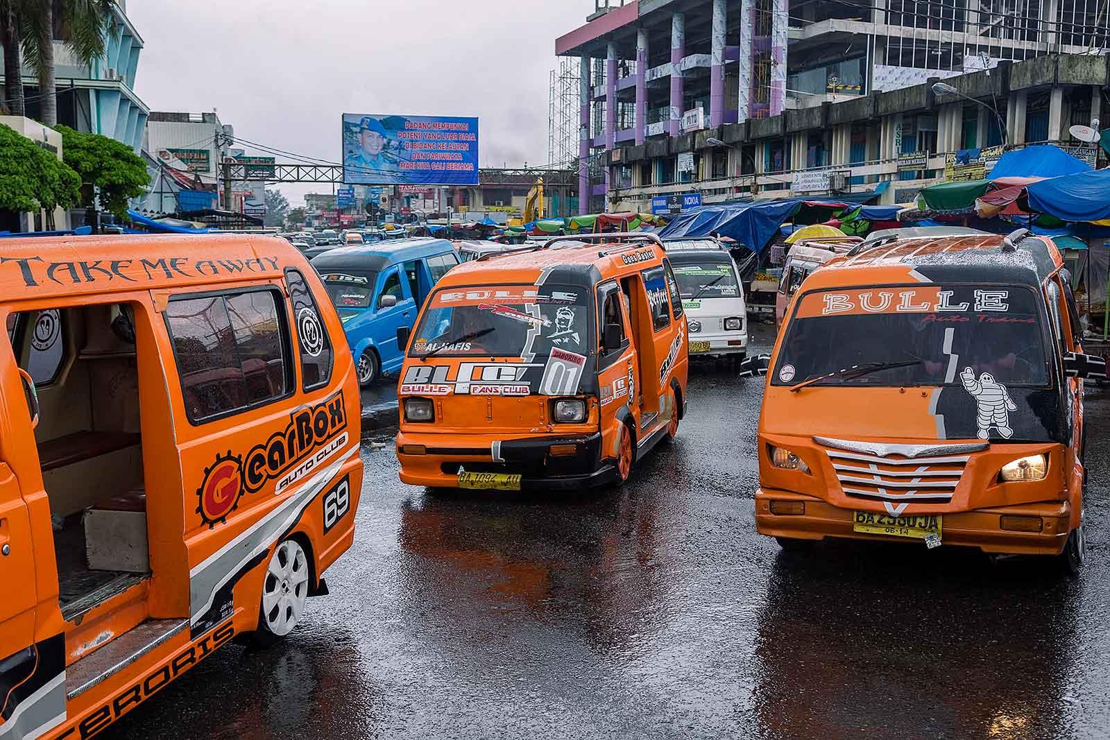 bemo-station-market-padang-sumatra-indonesia