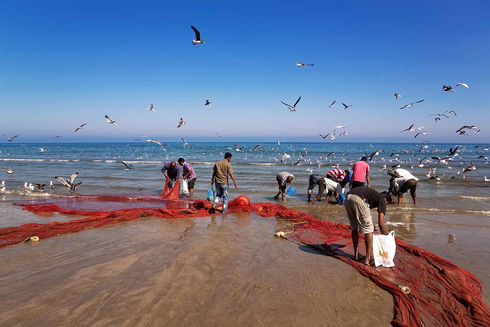 fishermen-beach-al-ashkharah-oman