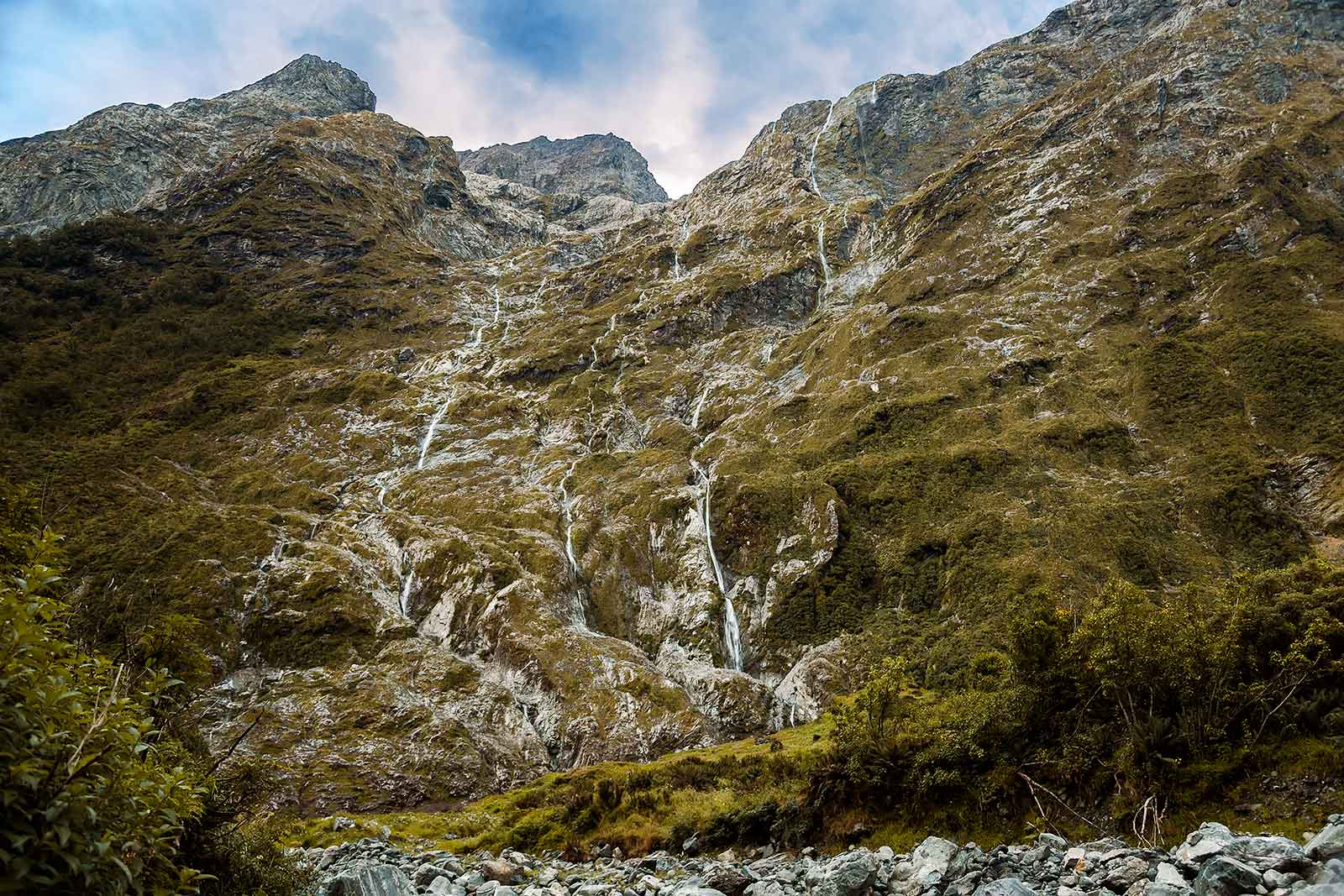 milford-track-day-2-clinton-valley-waterfall-new-zealand