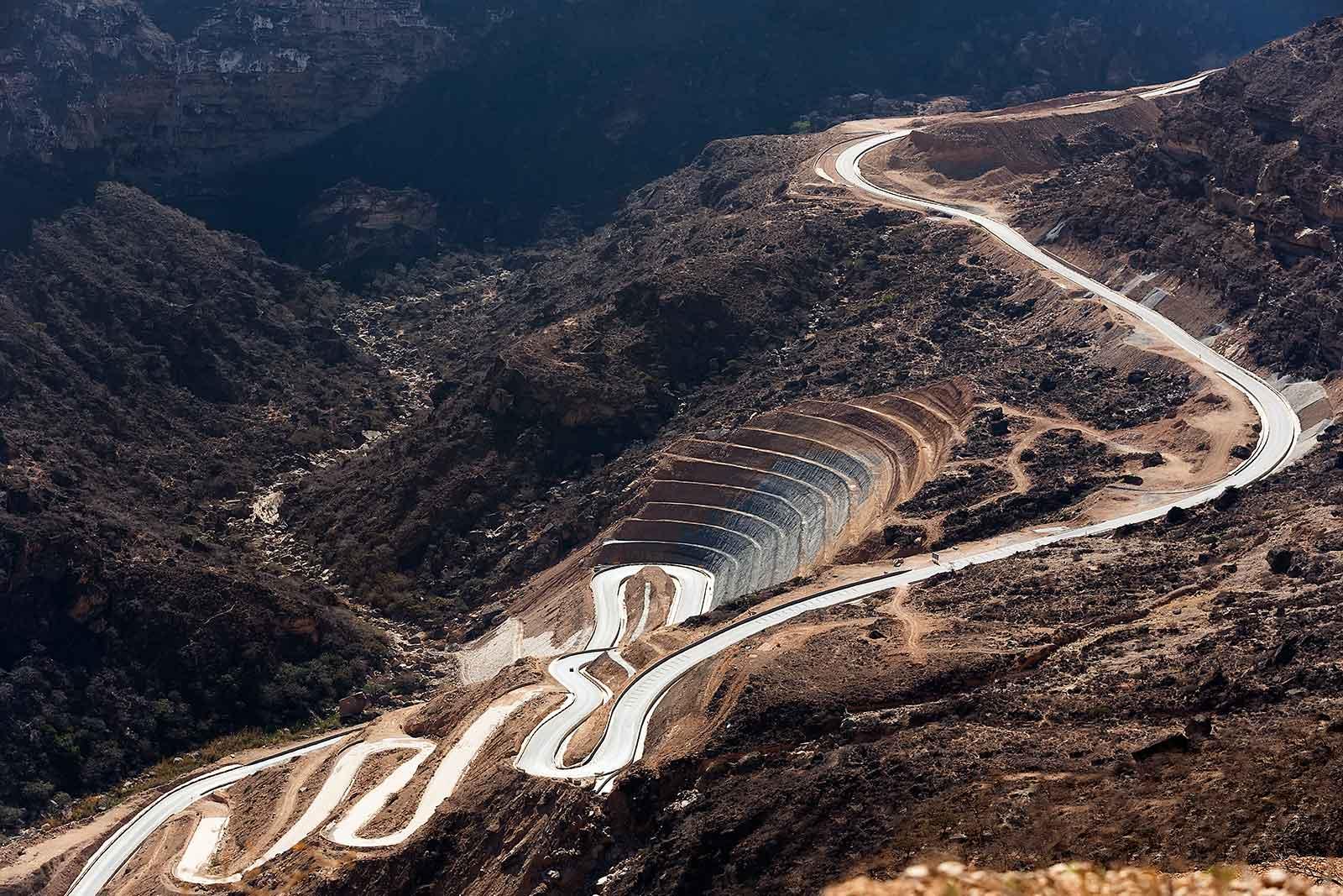 southern-oman-mountain-road