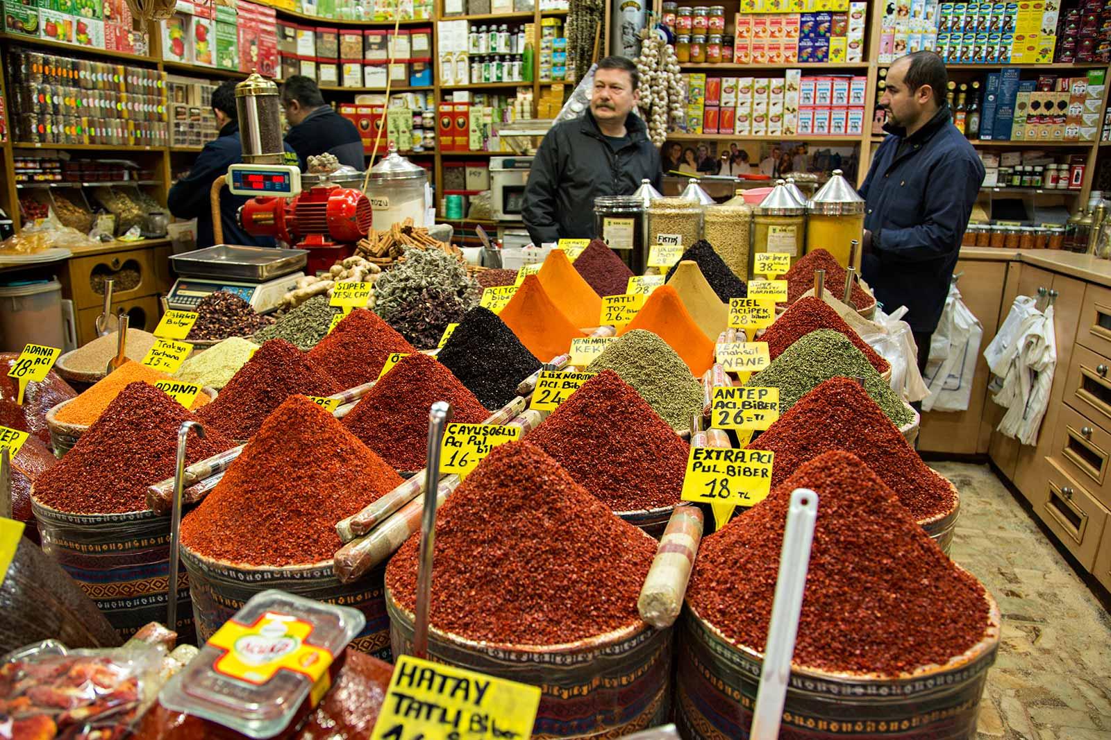 spice-bazaar-new-mosque-istanbul-turkey
