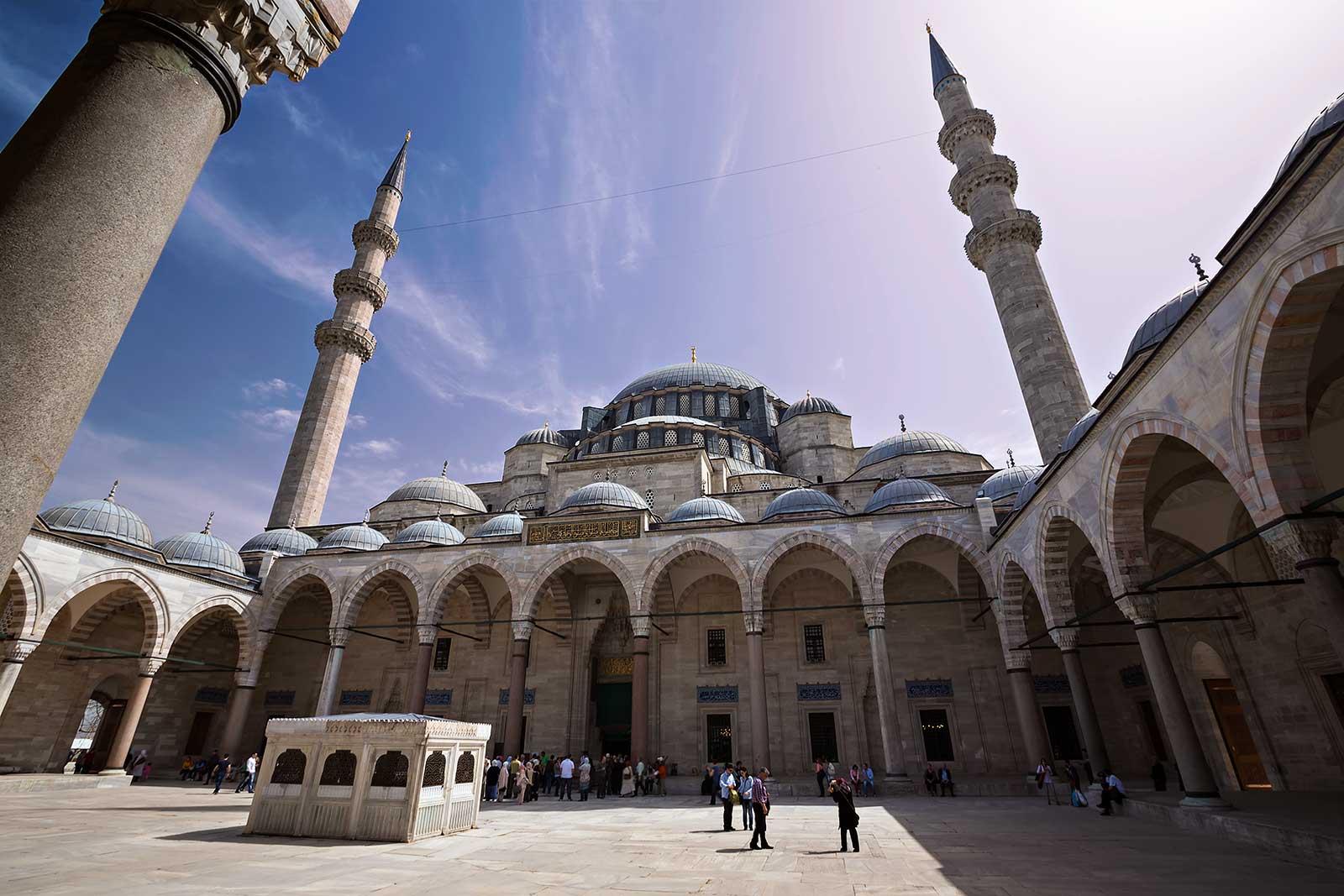 süleymaniye-mosque-istanbul-turkey-1